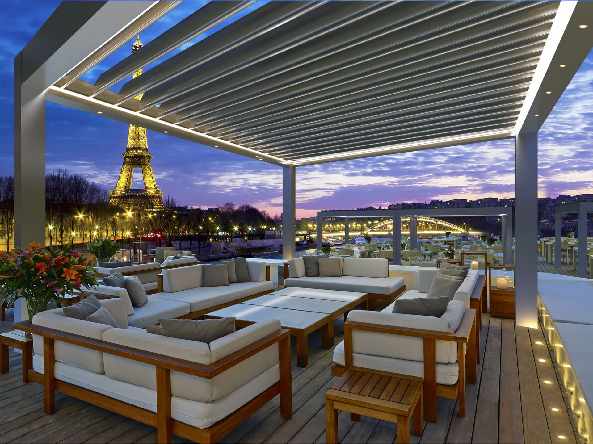 Bailly Prestige pergola paris by night